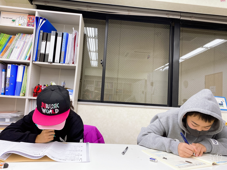 教育labの男子生徒と女子生徒