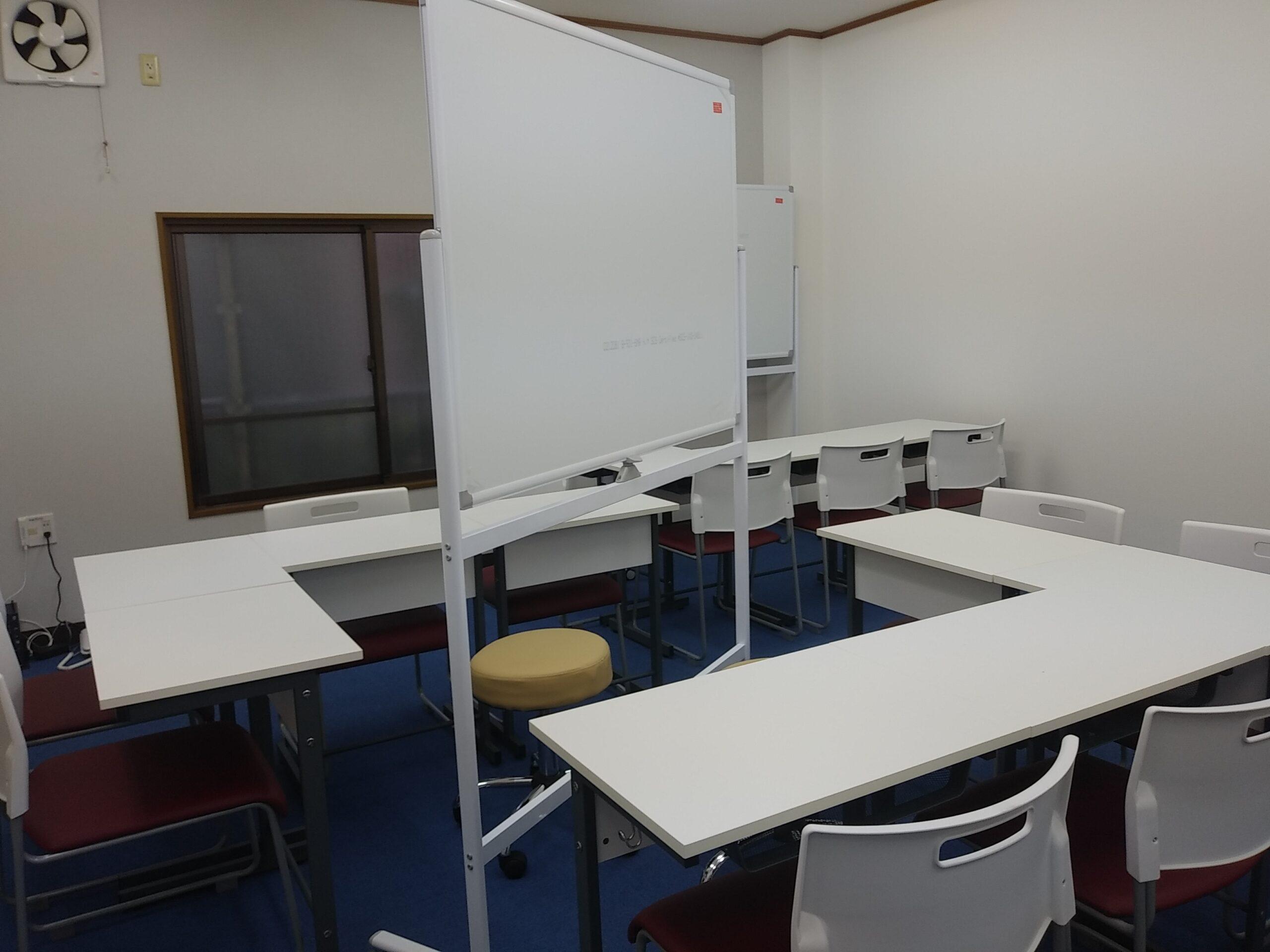 椅子 机 内装 塾 教室